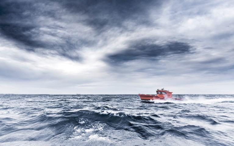 Leiftur 1100 rough sea 2560x1600